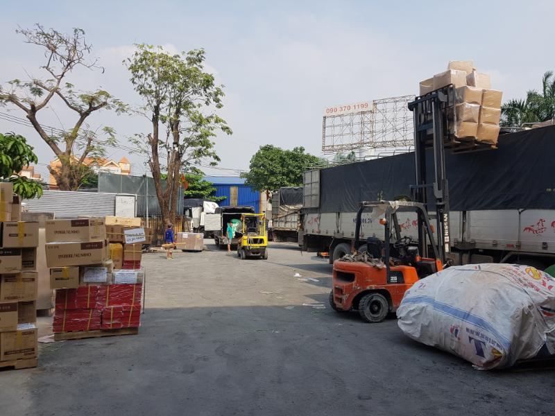 Bãi xe 2 chiều trung chuyển hàng hóa