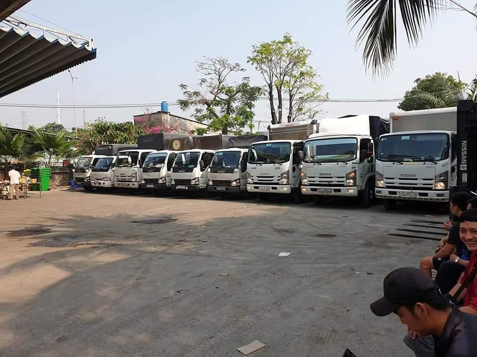 Đội ngũ chở hàng chuyển nhà